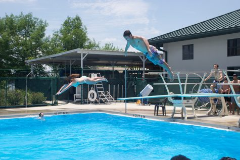 The Callahan twins dive into Summer